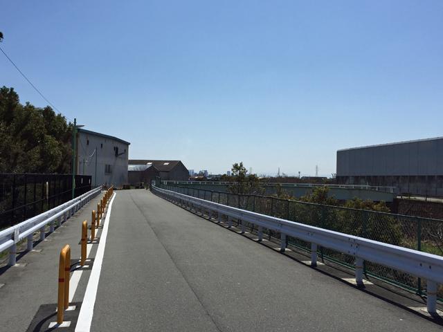 千里川土手の北側 路駐できなくなりましたね・・・