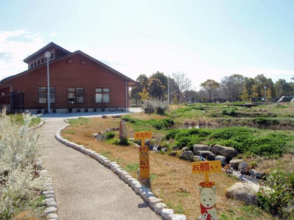 ふれあい緑地ビジターセンター  とよなか四季彩園 ビオトープ